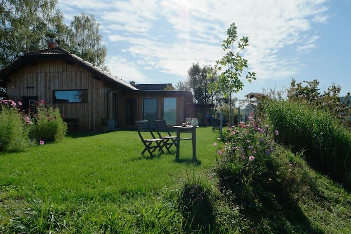 Wohlfühlhaus mit großem Garten