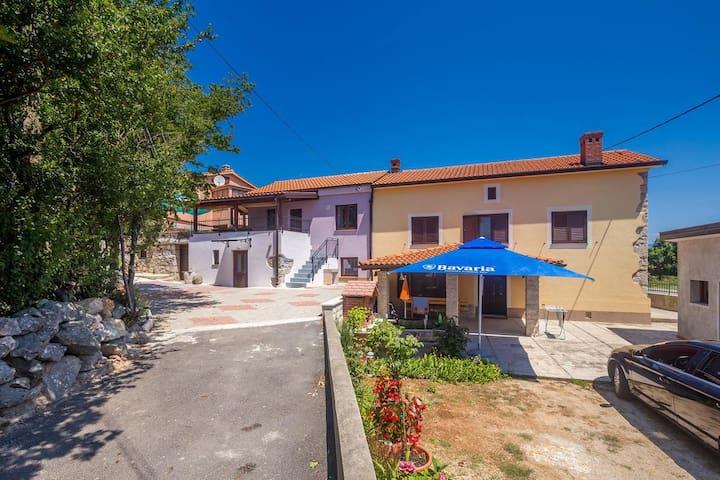 Casa di due stanze con terrazzo Risika (Veglia - Krk) (K-14860)