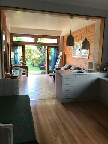 Austinmer beach house garden room
