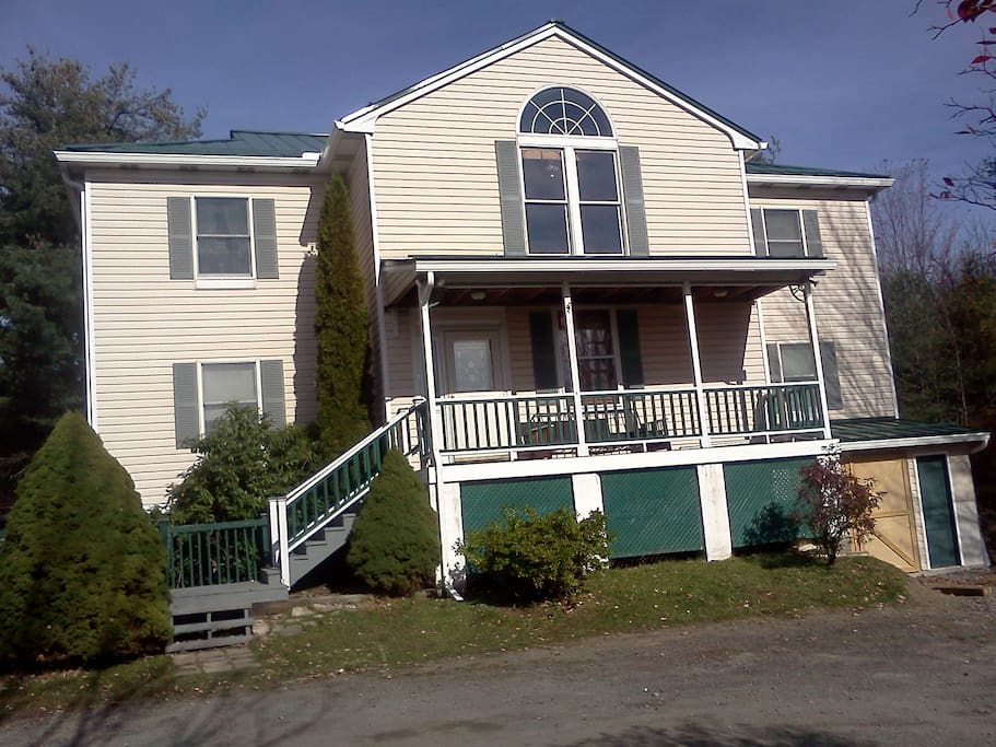 Please see Duster Jacks Elkwood Inn for more info on entire property. This listing is for Room 4 only. It has 1 queen bed and a private bath on the first floor.