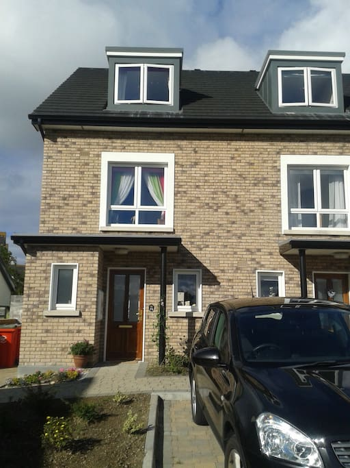 Three storey townhouse close to city