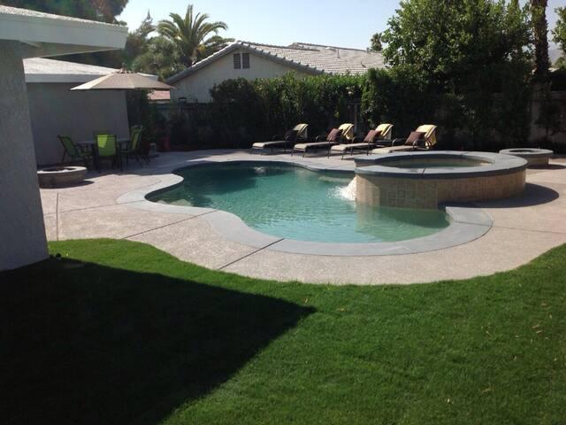 Palm Springs Pool/Spa Home. Private yard