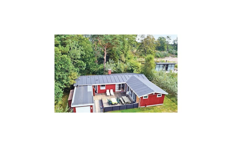 Holiday cottage with 3 bedrooms on 169 m² in Hadsund
