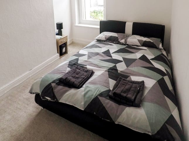 Cosy Double Bed Private Room For Cardiff Stays