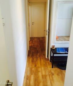 Amazing 2 rooms suite in a suburb in Tel aviv - Casa