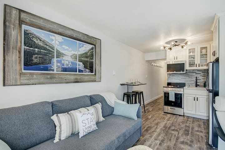 New Listing! Dtown Diamond in the Rough! Steam Shower & Parking!