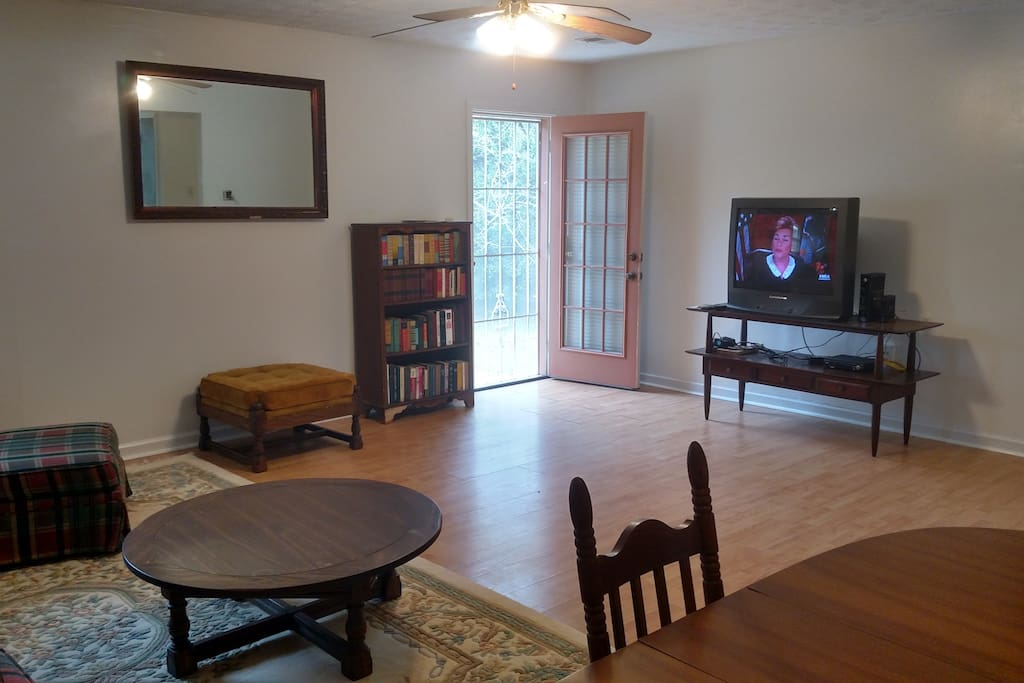 Another View of the spacious Living Room! Cable and NEW WIFI!