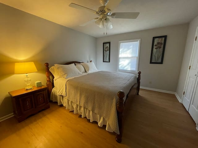 Bedroom 3, King Size Bed