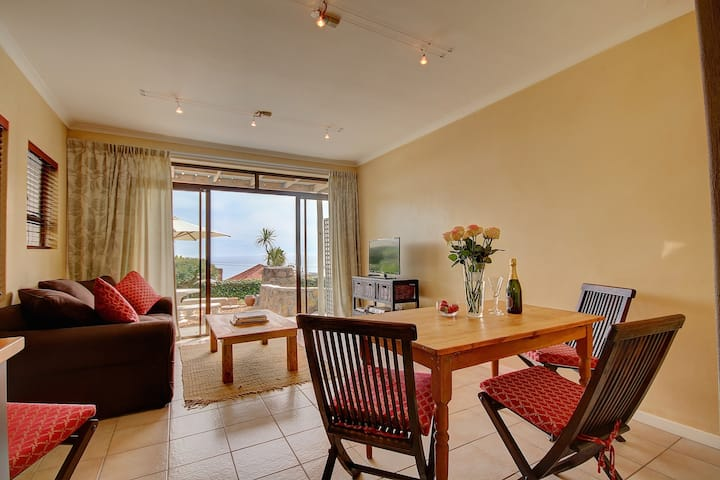 4. Camps Bay,Spacious,Sunny, Romantic Nest, Unit 4