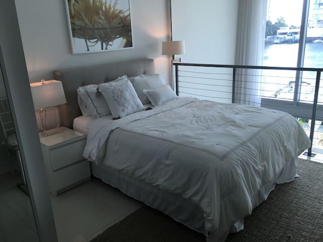 Chic bedroom in fabulous Miami flat