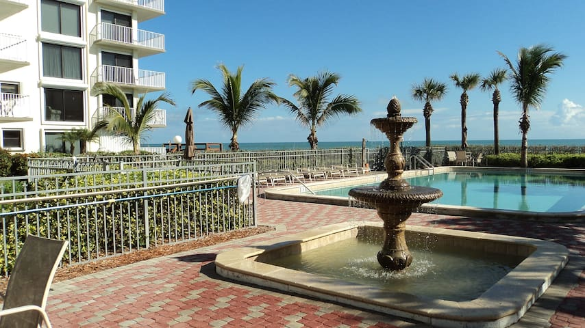 Beautiful oceanfront 2br/2ba pool - Vero Beach - Appartement