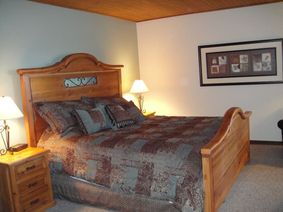 Master Bedroom - King size bed with ensuite bathroom