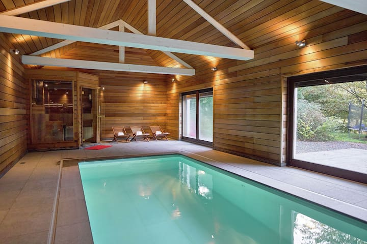 Luxurious Mansion in Stoumont with Indoor Pool