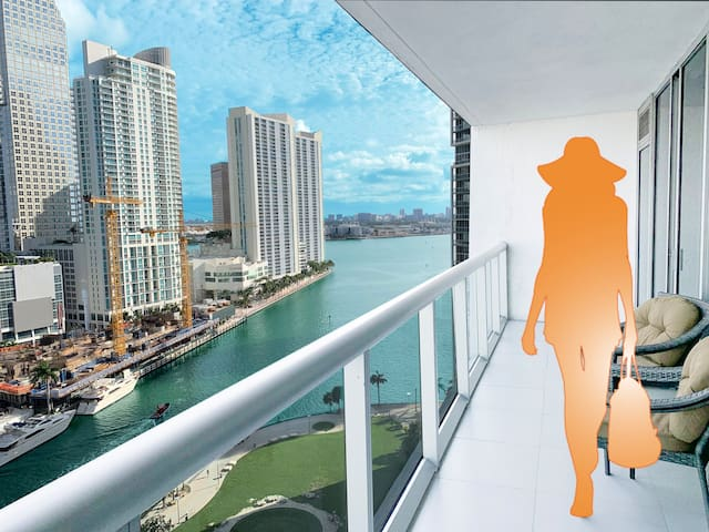 Ocean Views I 5-star amenities I Prime Location