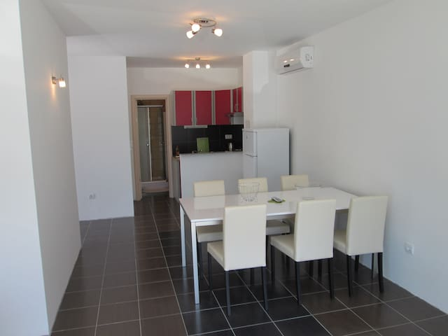Apartments Lara, ground floor, Makarska Riviera - Drvenik - Apartemen