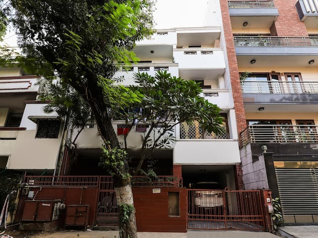 OYO - Splendid 3BHK Home in Greater Kailash