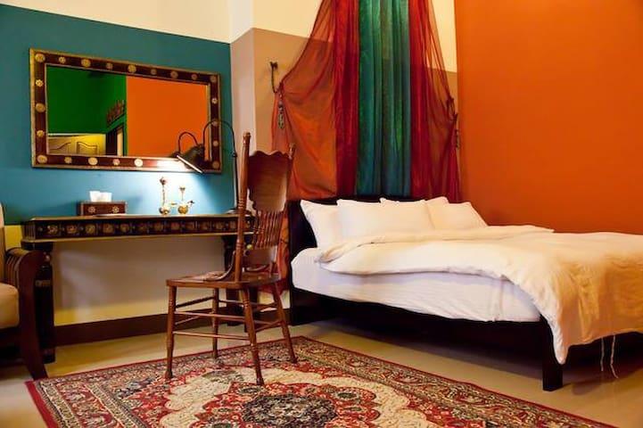 超值2人房 近高雄市瑞豐夜市 漢神巨蛋 義大世界 左營高鐵  摩洛哥2人房 - 左營區 - Casa
