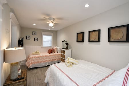 Gorgeous Remodel - Sleeps 4 in 3 Beds