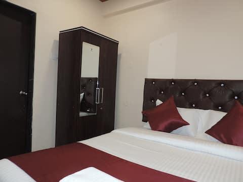 Punest Luxury Ac Room Hadapsar
