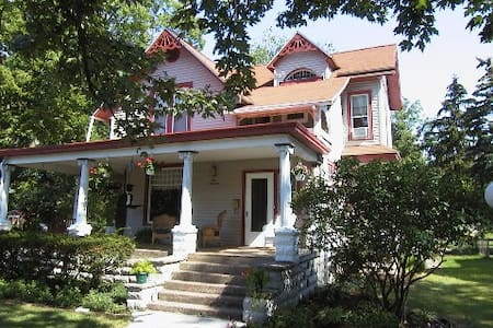 Victorian with 4 master suites, walk to Lake Erie - Port Clinton - Hus
