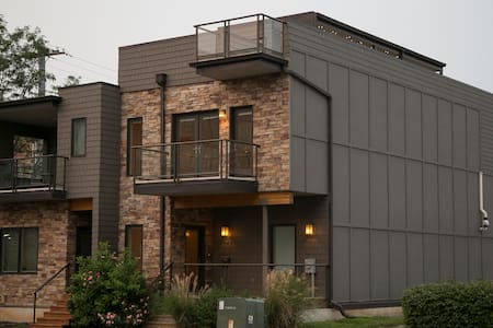 Four Levels of Luxury in the Heart of the City - Kansas City - Adosado