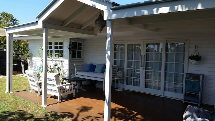 Peppermint Lodge, Nobby Beach (studio room)