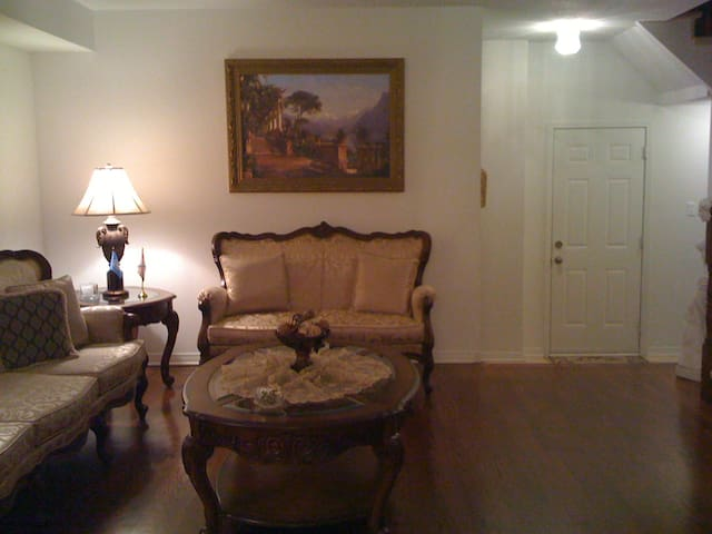 1 Bdr Luxury, Private, & Comfy - Female only - Ottawa - Rumah