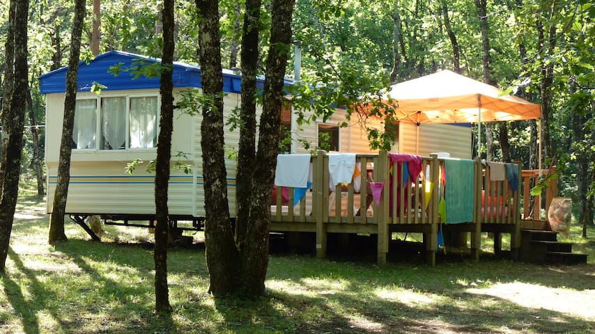 Mobil-home dans un camping 3***
