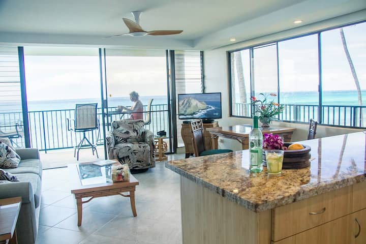DIRECT OCEAN FRONT END UNIT WITH SPECTACULAR VIEWS