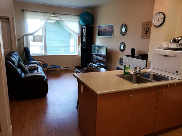 2 BDR shared modern apartment, heart of Squamish!