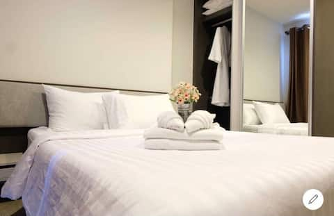 The base center Pattaya 1 bedroom by Pu