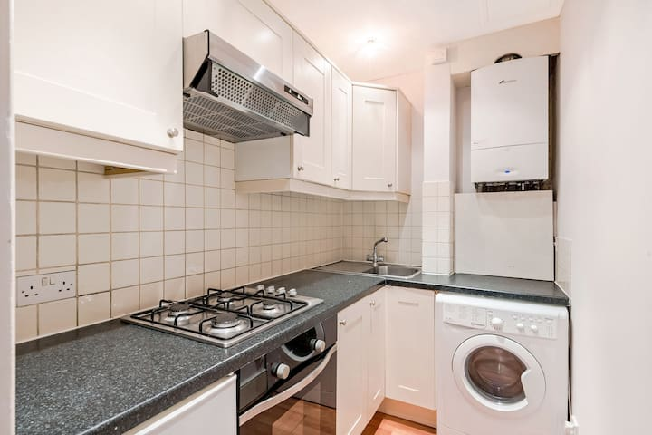 great little flat in westend central london