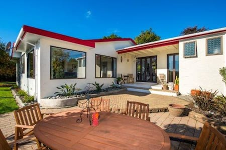 Central Richmond, Spacious 4 Bedroom Family House - Richmond - Casa