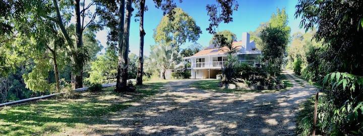 Lge Deck, Private Gardens, Spacious, Bush & BF