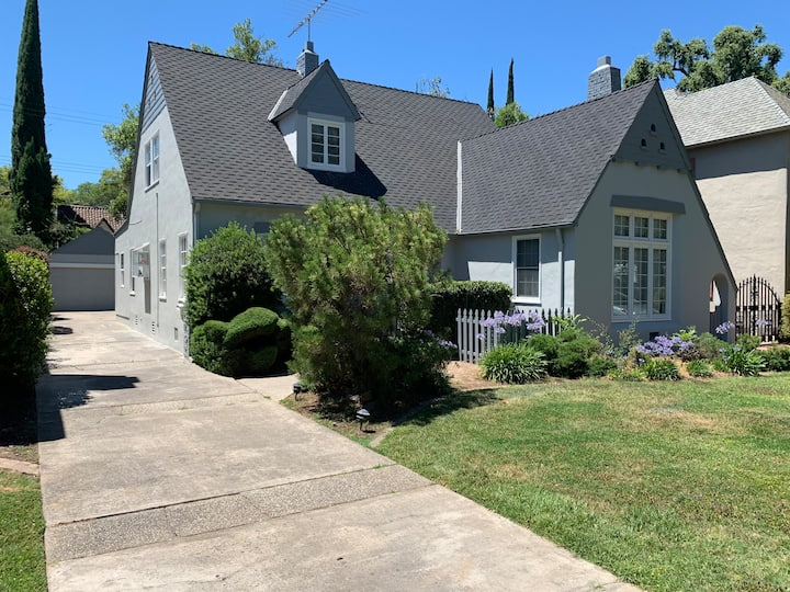 Beautiful Family Tudor in Landpark/Golf Course