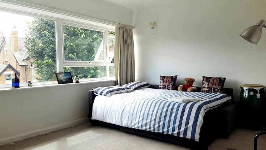 HUGE double room in Kew Gardens - Richmond - Wohnung