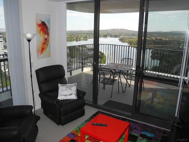 Premium 3BR apartment with lake and mountain views - Belconnen