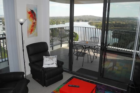 Premium 3BR apartment with lake and mountain views - Belconnen - Apartamento