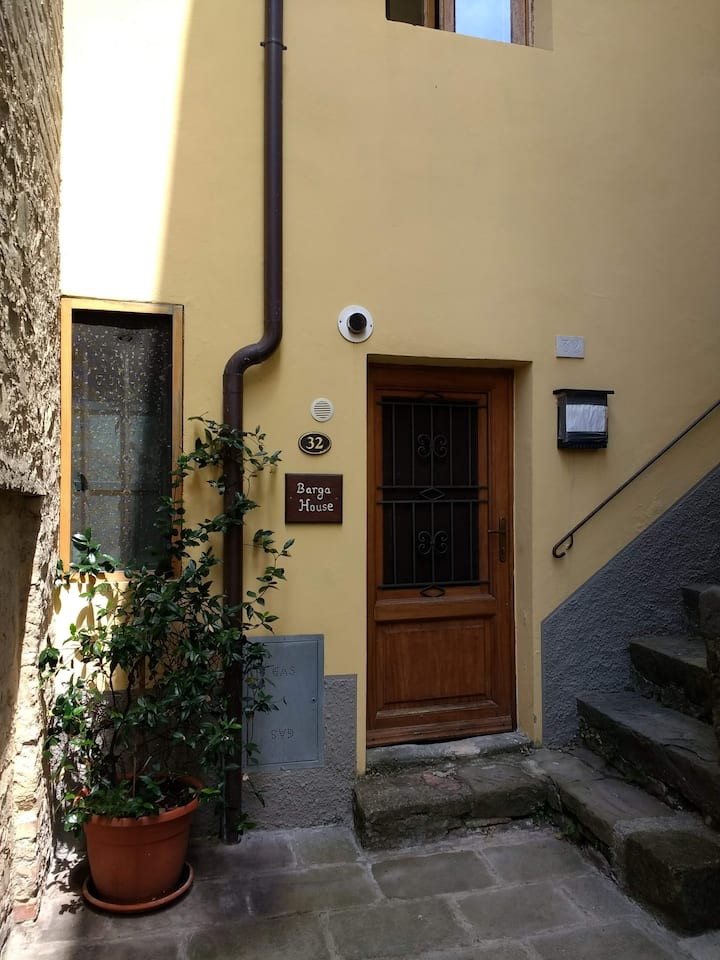 Two bed town house in central Barga, Tuscany