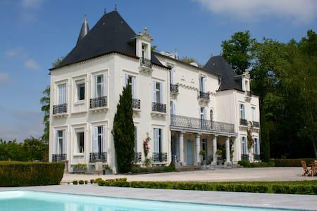 Chateau Mont Joly: Les Oiseaux - Schloss