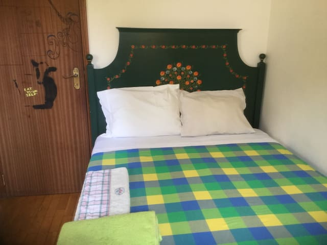 Sunny double room+WiFi+Kitchen+Free Parking