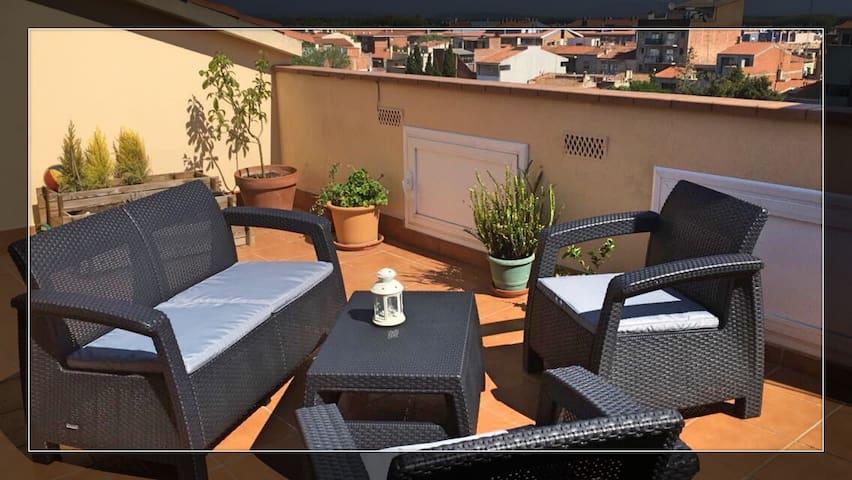 Über den Dächern einer aufstrebenden Stadt - Figueres - Wohnung