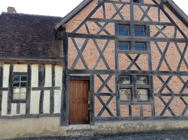 Stunning 16th century detachedhouse - Veilleins - Huis