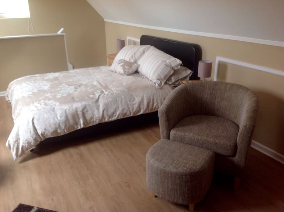 Bed & seating