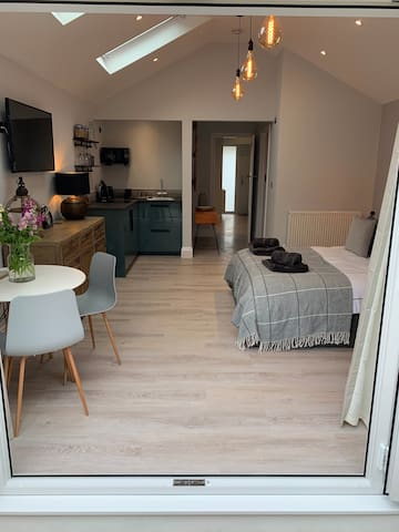 Luxury annex 5 mins stroll to Bude centre & beach