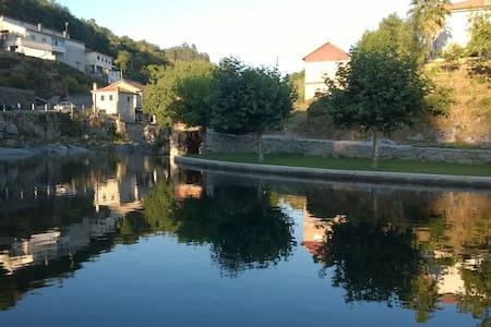 Maison au village avec magnifique vue sur rivière - Esperança