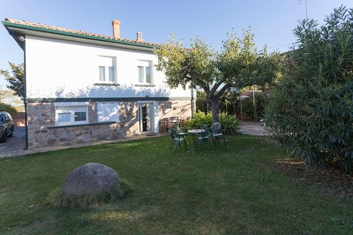 Chalet con gran jardín en Logroño