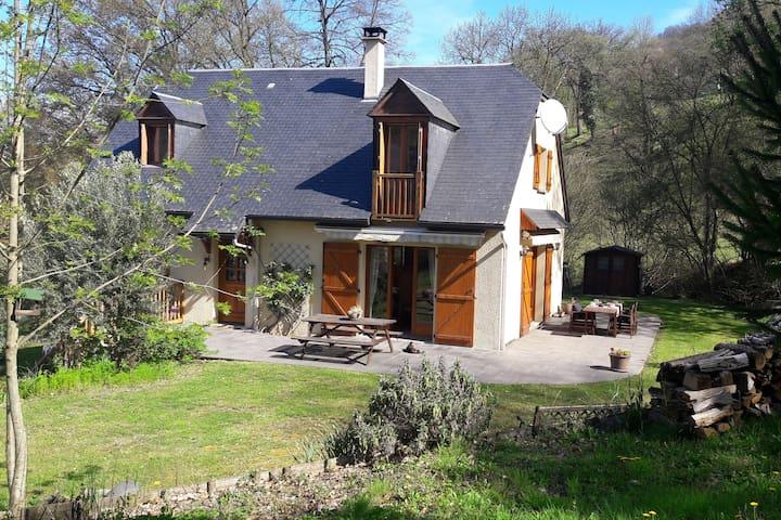 Maison aux pieds des Pyrénées