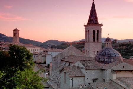 ROMANTIC STUDIO, old town Spoleto