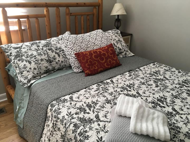 2Comfy clean rooms HistoricKnoxville,15 min to UT!
